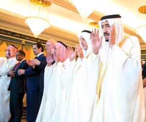 خادم الحرمين يؤدي صلاة العيد بالمسجد الحرام