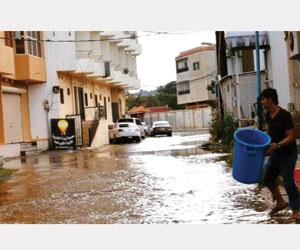 إنقاذ 23 محتجزا في سيول قرى الباحة