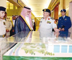فهد بن عبدالله يتفقد الدفاع الجوي وقوة الصواريخ