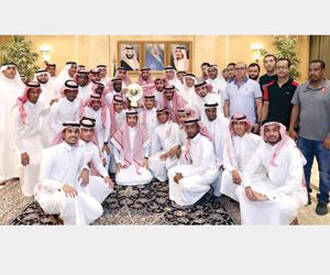 عبدالله بن بندر يكافئ فرسان مكة