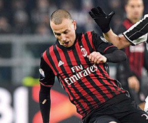 ميلان ويوفنتوس يشعلان الدوري الإيطالي