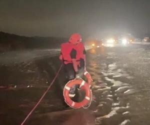 إنقاذ محتجزين في أمطار جعرانة مكة