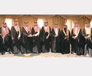 بدر بن سلطان يتسلم توصيات ملتقى صفقة
