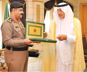 أمير مكة يشيد بالعمل الميداني لرجال الأمن