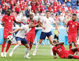 إنجلترا تسحق بنما وكولومبيا تكسب بولندا