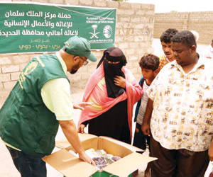 مركز الملك سلمان يوزع مساعدات في اليمن ويقدم مبادر