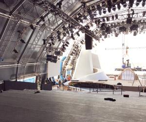 80 طائرة تواكب إطلاق أضخم مشروع ترفيهي في العالم